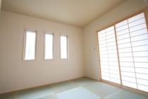 琉球畳と横格子の障子でモダンなイメージのある和室