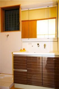 人工大理石の洗面化粧台