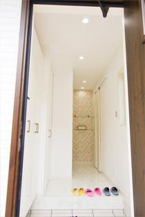 大理石をイメージした玄関